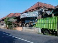 Rumah Ditabrak Truk 9 Bulan Dibiarkan