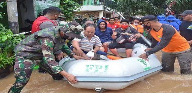 TNI Polri Bubarkan Relawan FPI Bantu Korban Banjir
